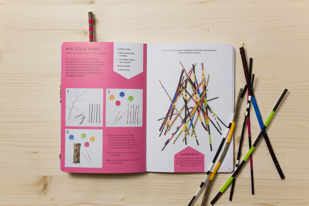 """Double page """"Mon joyeux mikado"""" du livre l'Atelier nature."""